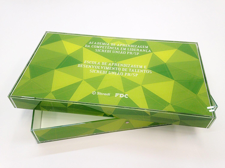 Caixa para trabalho de conclusão em acrílico cristal e impressão uv
