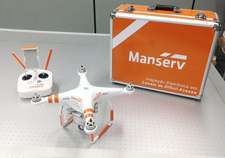 Identificação com marca em equipamento drone