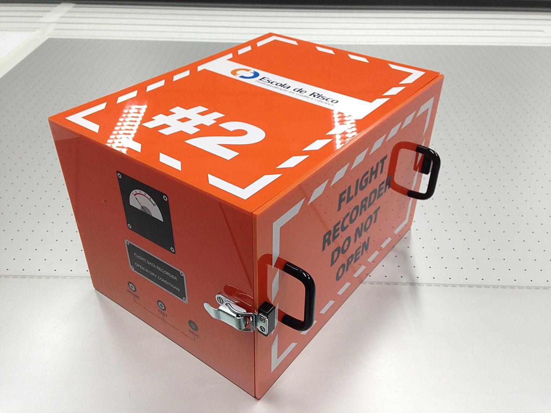 Imitação de caixa preta em acrílico laranja com impressão uv e acessórios