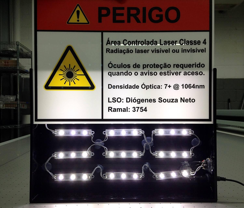 Sinalizador luminoso para equipamento em acrílico e led